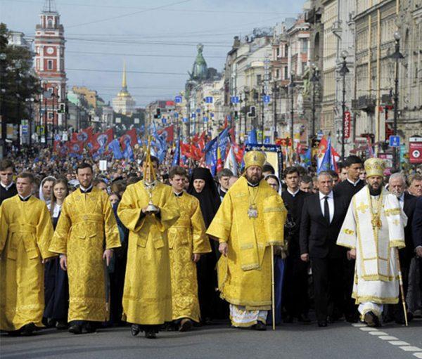 12 сентябряежегодно отмечается День перенесения в Санкт-Петербург мощейсвятого благоверного князя Александра Невского, небесного покровителя и защитника северо-западных рубежей нашей Родины.