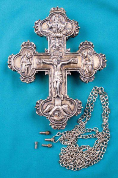 Крест с мощами святых